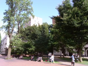 学習院大学の中庭